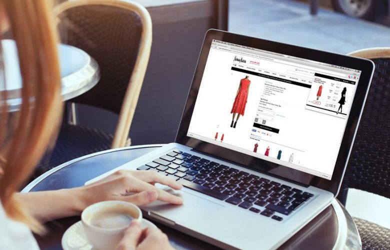 Persona comprando en línea