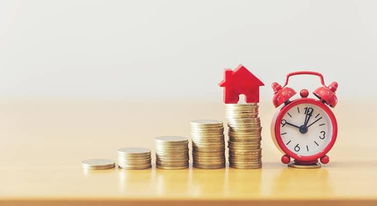 Dinero, reloj y una casa