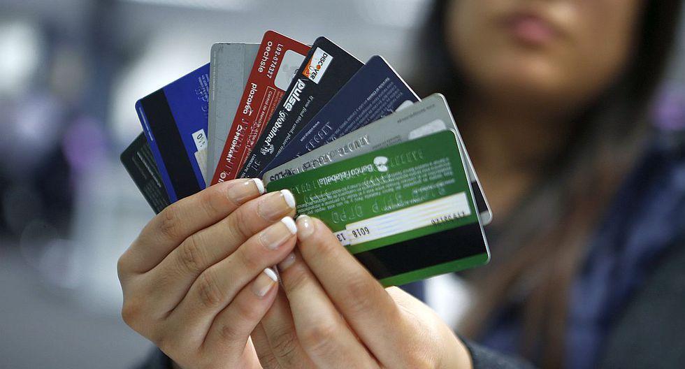 muchas tarjetas de crédito