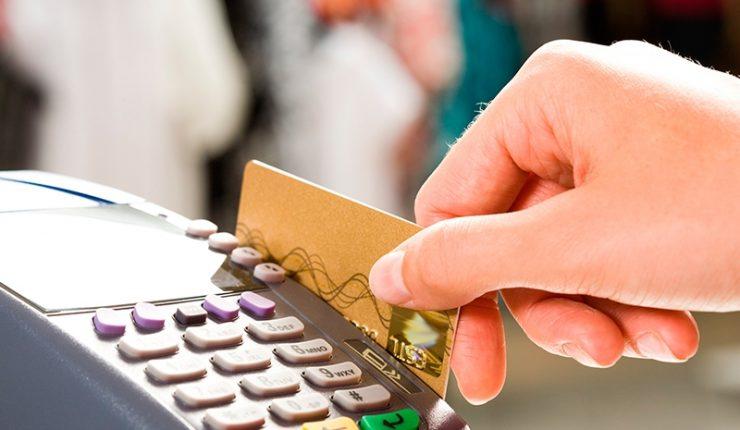 pagando con tarjetas de crédito